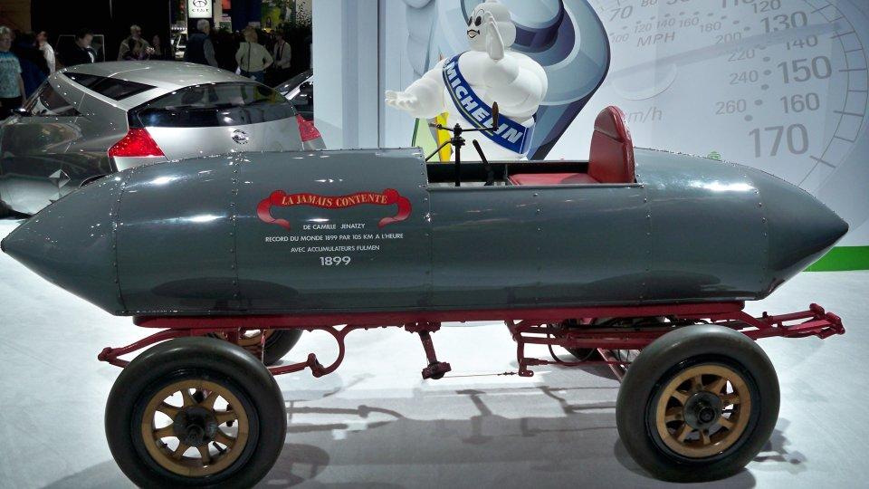 le record de 100 km h est fait par une ancienne voiture de course lectrique. Black Bedroom Furniture Sets. Home Design Ideas