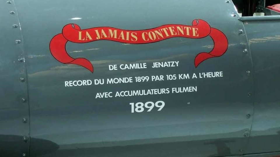 le record de 100 km h est fait par une ancienne voiture de. Black Bedroom Furniture Sets. Home Design Ideas