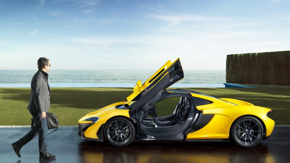 Mclaren P1 lifestyle sea doorsup